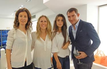 Amaya Martinez de Furla Bilbao, Silvia, Natalia y Jordi Garcia de Via Emilia Fashion, representantes de Furla en España