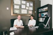 Clinica Henao, dirigida por los doctores Amaia Fernández y Santiago Guerra, en el área quirúrgica