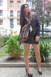 JAS! (chaqueta Maje, falda Donna Karan, calzado Chloé, bolso Vuitton)
