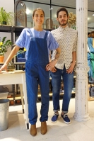 Trimmer (chica: total look Masscob - chico: camisa Universal Works, pantalón Levi's Made and Crafted y zapatillas YMC)