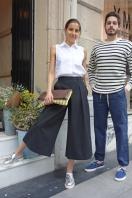 Trimmer (chica: total look YMC + bolso Steve Mono - chico: Jersey Armor Lux, pantalón y zapatillas YMC)